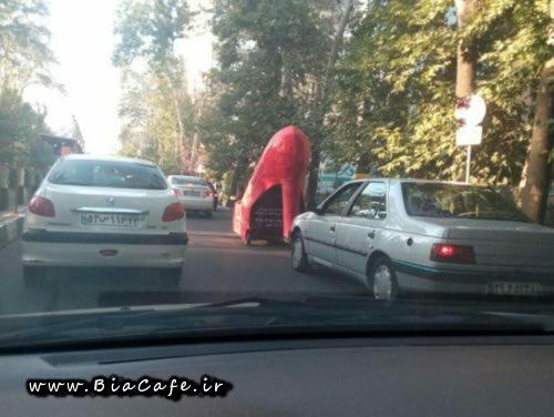 عکس ماشین قرمز به کشل کفش زانه در تهران