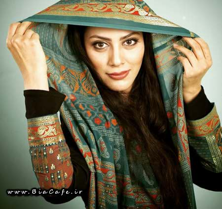 عکس مونا فرجاد با حجاب