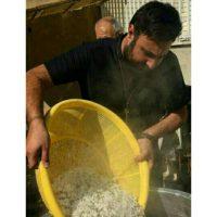 خواننده معروف پاپ ایران در حال پخت غذای نذری +عکس/پخت غذای نذری خواننده معروف پاپ ایران